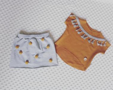 Bluzeczka honey boho i pomponiasta spódniczka:) Możliwość uszycia w każdym rozmiarze, sprzedawane osobno lub w komplecie.